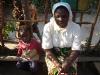 Schwester Regina sucht das Gespräch zu den Familien