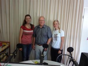 v.l.n.r.: Natalie Stiller, Klaus Schubert & Linda Blienert bei der Aufnahme für das Bürgerradio International